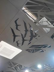 Металлический подвесной потолок из фрезерованных панелей